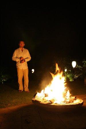 The Damai:                   Autour d'un feu