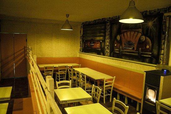 interni foto di pizzeria hamburgeria garage abetone