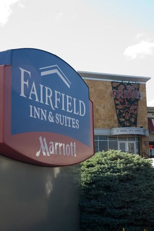 Fairfield Inn & Suites Wilkes-Barre Scranton: TGIFriday's On-Site Restaurant