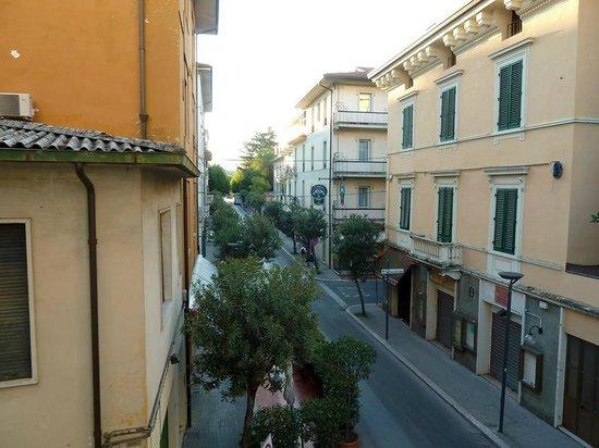 Augustus: Blick vom Zimmer auf die Straße