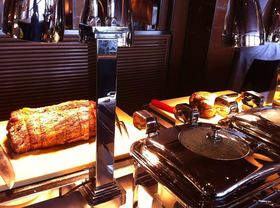 Roast beef station picture of aurora restaurant macau for Aurora italian cuisine