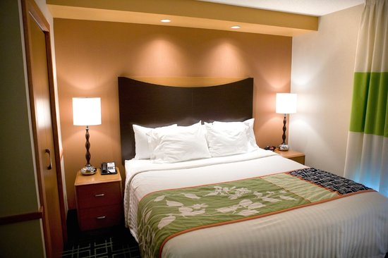 Fairfield Inn & Suites Wilkes-Barre/Scranton: King Suite