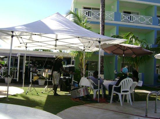 Dover Beach Hotel:                   Bar e show
