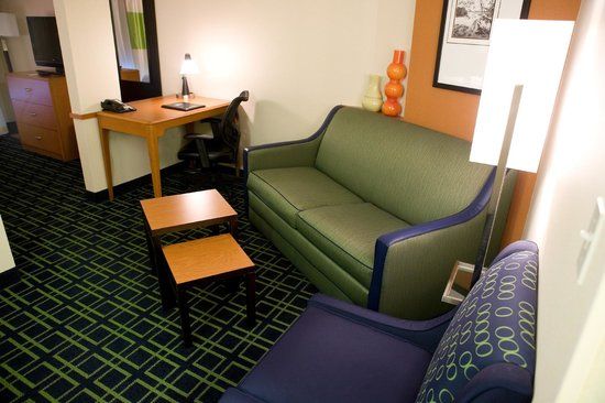 Fairfield Inn & Suites Wilkes-Barre/Scranton: King or Double/Double Suite Living Room