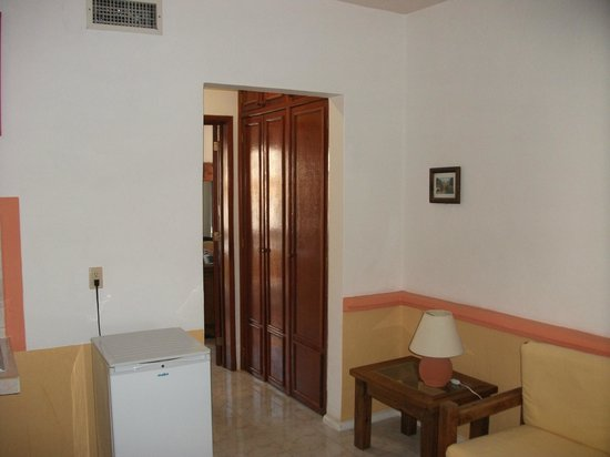 Hotel Vista Caribe:                                     Front room