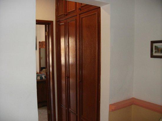 Hotel Vista Caribe:                                     Hall closet