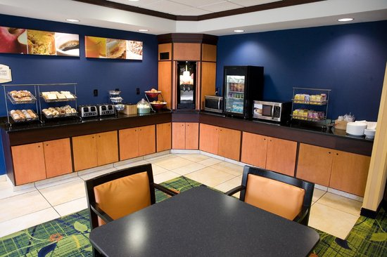 Fairfield Inn & Suites Wilkes-Barre Scranton: Breakfast Area