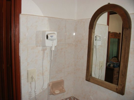 Hotel Vista Caribe:                                     Bathroom
