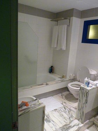 Suite Princess :                   Bathroom (room 9013)