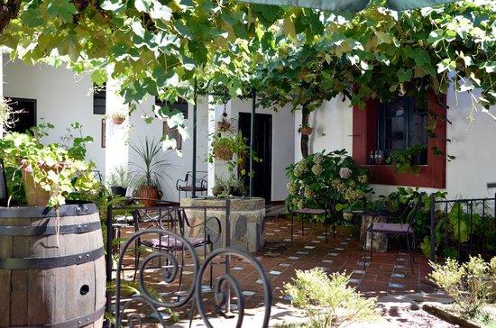 Hosteria Fortin de Santa Rosa:                   Patio interior