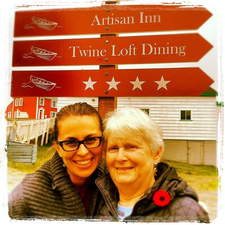 Artisan Inn: Happy Guests in Trinity