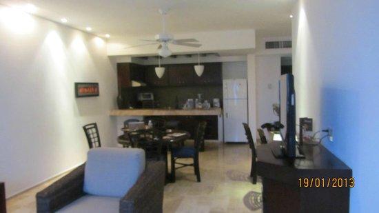 El Cid El Moro Beach Hotel:                                     Kitchen & Dining room