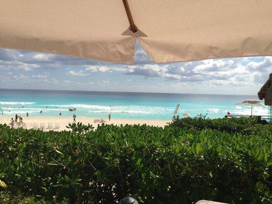 Live Aqua Beach Resort Cancun:                   View from pool of beach