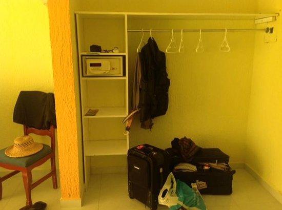 Solymar Cancun Beach Resort:                   ein Schrank für 3 Wochen??!!