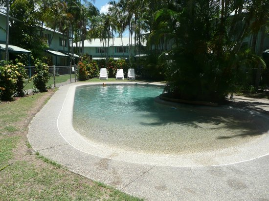 Coco Bay Resort :                   The Pool.