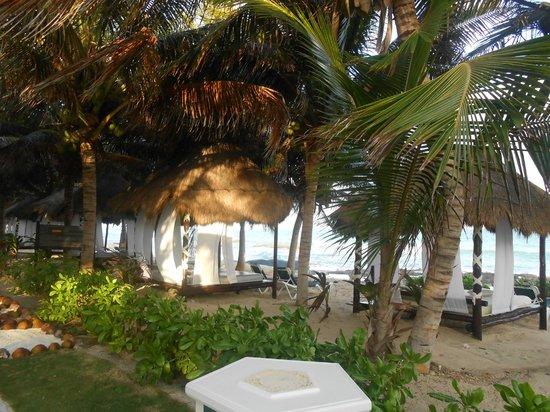 El Dorado Royale, a Spa Resort by Karisma: beach beds