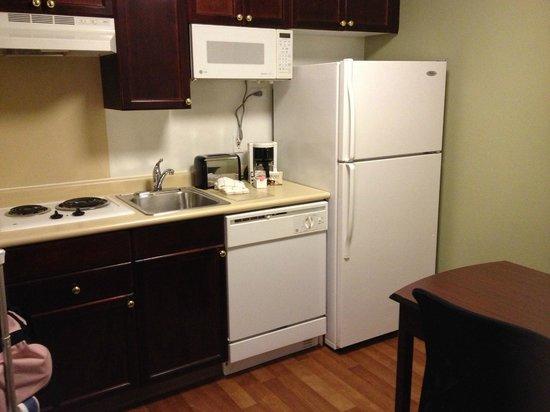 Extended Stay America - Columbus - Polaris : kitchen