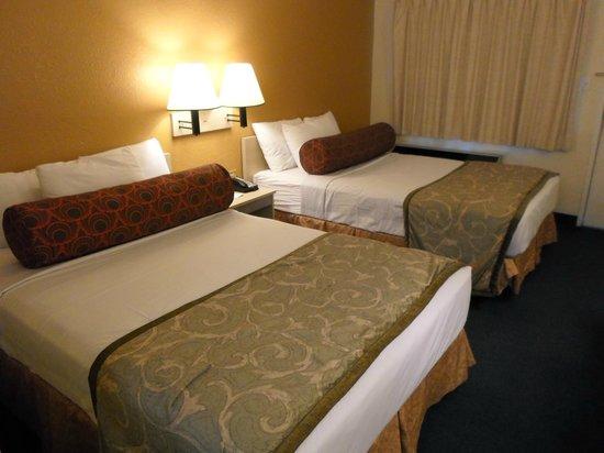 Howard Johnson on East Tropicana, Las Vegas Near the Strip: Two Double Beds