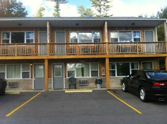 Lake N Pines Motel:                                                       Front of Rooms