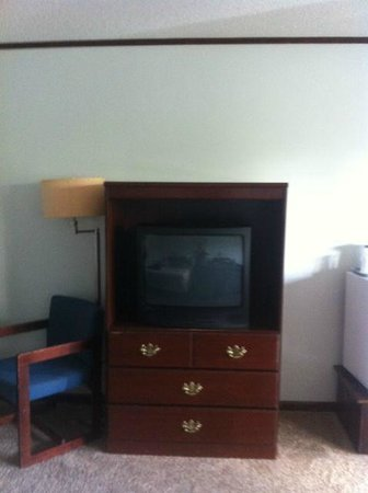 Lake N Pines Motel:                                                       Television