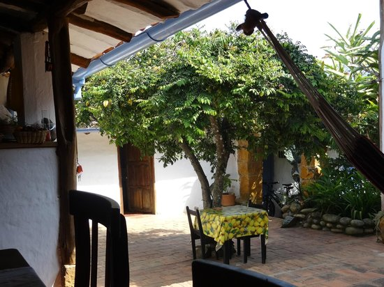 El Carambolo:                   Vista desde el comedor hacia la entrada