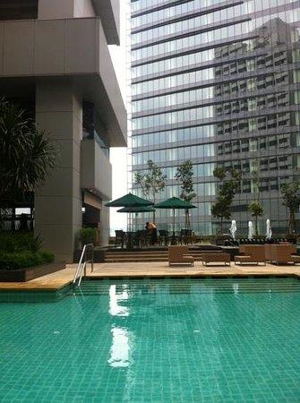 DoubleTree by Hilton Kuala Lumpur: pool area