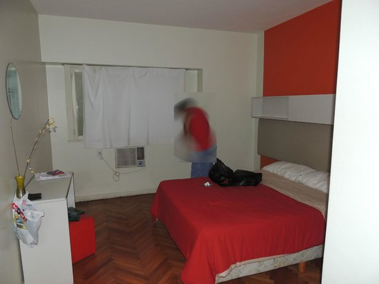 Hostel Suites Florida:                   Quarto duplo fundos