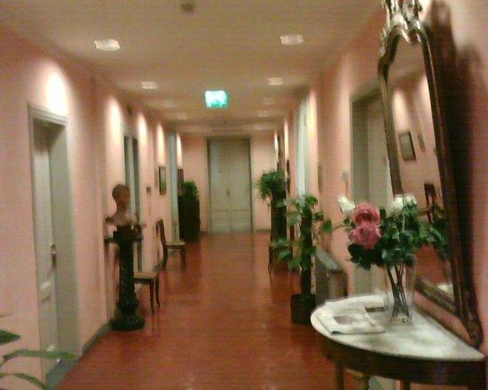 Hotel Orto De Medici:                   Hallway