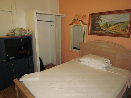 Fortaleza Guest House : Private Deluxe room w/ AC