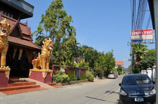 Singha Montra Lanna Boutique Style:                   Front with street view.