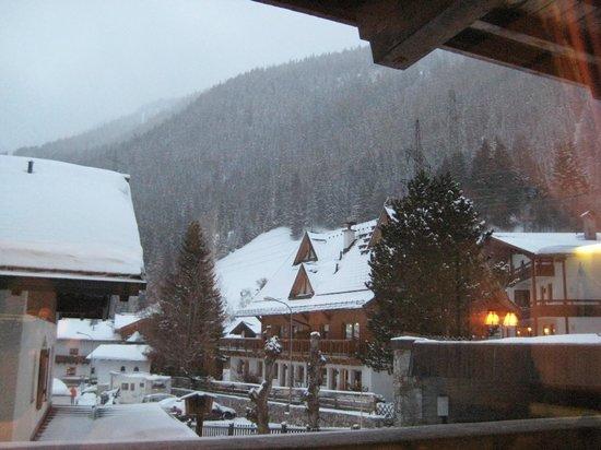 Hotel Garni Ernst Falch:                   View from the dining room /  bar looking at Nassereinbahn