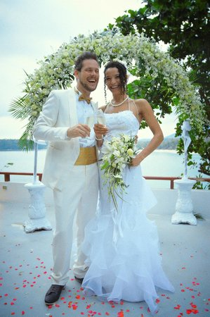 Villa Elisabeth: terasse ueber dem meer mit brautpaar