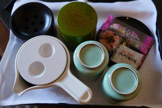 Hotel Harvest Kinugawa : Complimentary tea making facilities in the room.