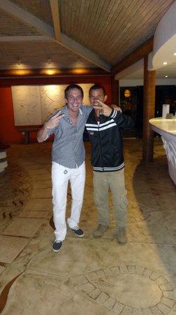Perola Buzios Hotel: Junto a Neim en el lobby