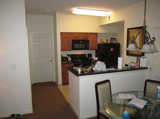 Lake Buena Vista Resort Village & Spa: Kitchen and dining area
