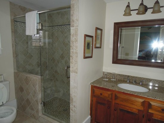 The Dorset Inn: Our Bathroom