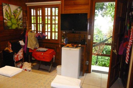 Aratinga Inn: TV, DVD y Frigobar bien equipado