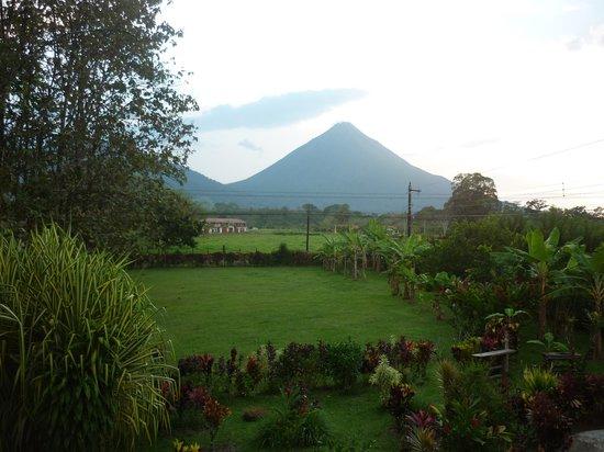 Cabañas Rústicas La Fortuna:                   Vista al volcán