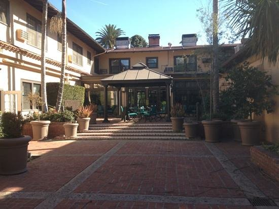 The Historic Santa Maria Inn:                   courtyard for breakfast