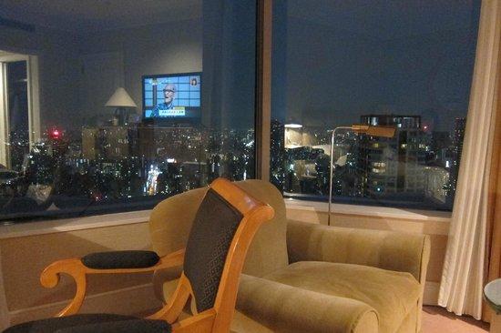 Hotel Hankyu International:                   大片景觀窗