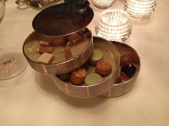 Amber at The Landmark Mandarin Oriental: petit four