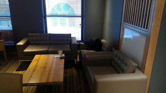 Premier Inn London Leicester Square Hotel:                   Lounge area.