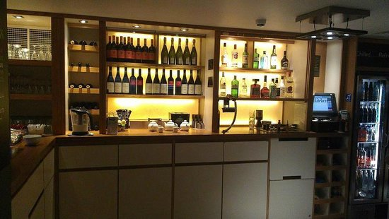 Premier Inn London Leicester Square Hotel:                   Bar selecton.