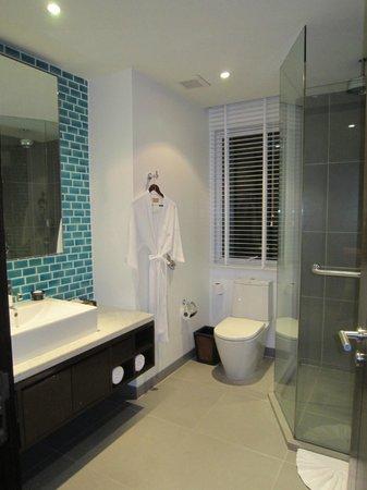 Movenpick Resort & Spa Karon Beach Phuket:                   Residence Master Bathroom