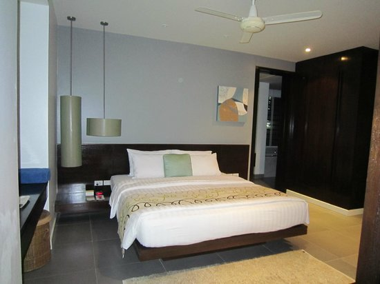 Movenpick Resort & Spa Karon Beach Phuket:                   Master bedroom Residence