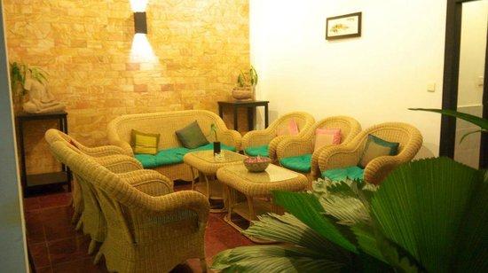 The Moon Villa: Lobby & waiting area