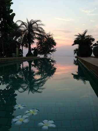 Movenpick Resort & Spa Karon Beach Phuket:                   Infinity pool at Residences