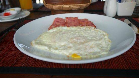 เดอะมูนวิลล่าแอนด์สปา: included free breakfast