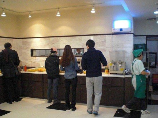 Toyoko Inn Busan Station No.2:                   免費早餐 - 環境