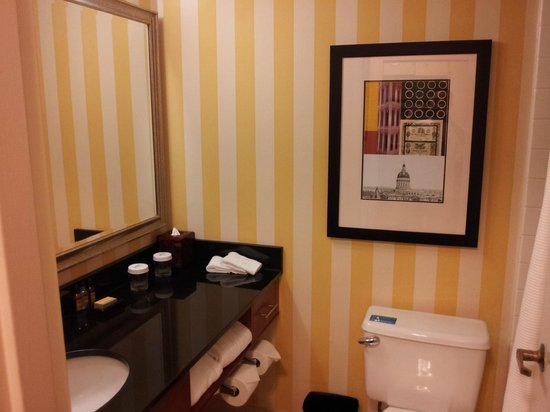 Atlanta Marriott Peachtree Corners: Bathroom